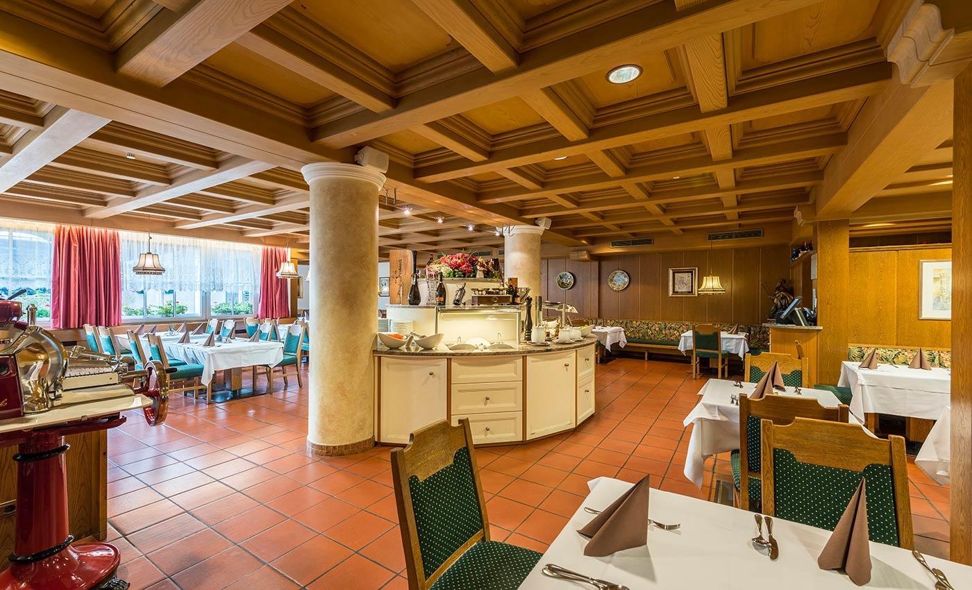 Le Leccornie E Le Gustose Creazioni Della Nostra Cucina Saranno Sempre  #713E0C 1400 850 Sala Da Pranzo Mercatone Uno